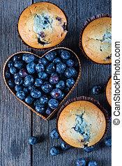 mirtillo, focaccine, e, frutta, cuore, su, tavola legno, dal di sopra