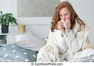 miserable, mujer, líquido, nariz que sopla