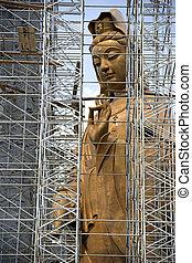 misericordia, diosa, construcción, estatua, debajo