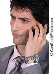 missbilligend, geschäftsmann, gebrauchend, cellphone