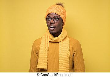 misstänkt, afrikansk, surprise., se, kläder, ung, avsides, grabb, vinter