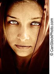 misteriosa, mulher, com, impressionante, olhos