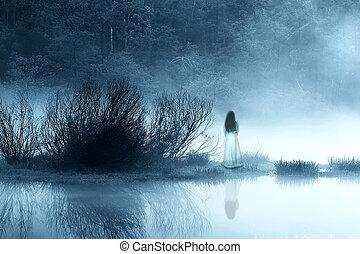 misterioso, mujer, en, el, niebla