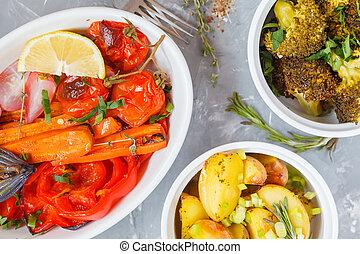 mistura, de, assado, legumes, em, branca, cerâmico, forma, com, hummus, vista superior