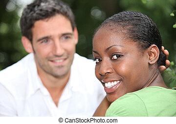 misturado, sorrindo, raça, par