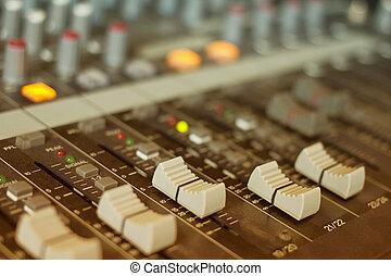 misturando, faders, ajustar, áudio, console