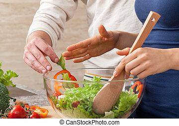 misturando, salada
