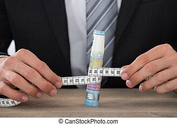 misurazione, uomo affari, nota, banca, mano