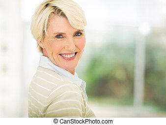 mitt åldraades, kvinna, inomhus