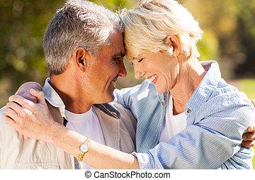 mitt, par, åldrig, närbild, älskande