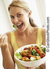 mitt- vuxen människa, kvinna ätande, a, hälsosam, sallad