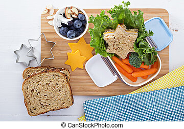 mittagessen kasten, mit, butterbrot, und, salat