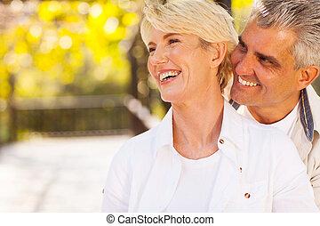mitte, paar, antikisiert, glücklich