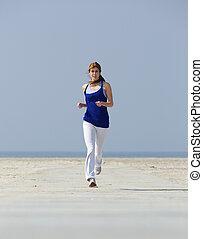 mittelalt, frau, jogging, strand
