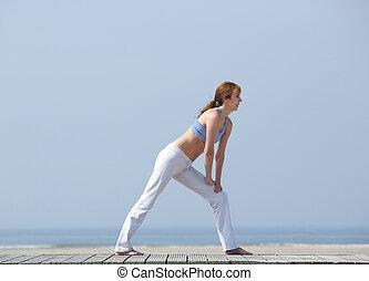 mittelalt, frau, trainieren, strand