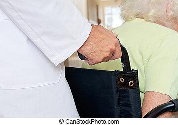 mittelteil, von, doktor, mit, älter, patient