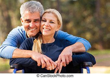 mittler, alter, mann, und, behinderten, ehefrau