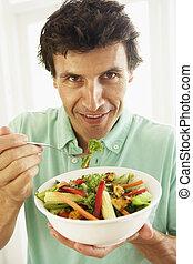 mittlerer erwachsen- mann, essende, a, gesunde, salat