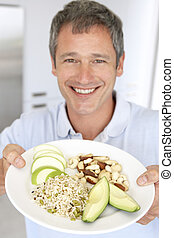 mittlerer erwachsen- mann, halten platte, von, gesundes...