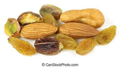 Mixed nuts with raisin