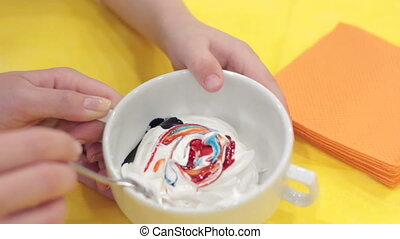 Mixing colored food dye in the glaze Full HD