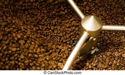 Mixing roasted coffee. - Mixing roasted coffee in coffee...