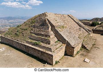 mixtec pyramid