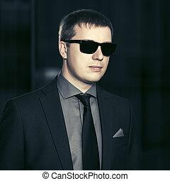 mládě, hezký, člověk obchodního ducha, do, brýle proti slunci