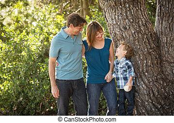 mláde rodinný, šťastný