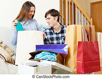 mnóstwo, para, ubranie shopping, szczęśliwy