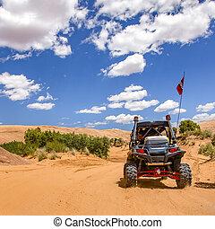 moab, estrada, rastro, sob, ensolarado, céu, com, nuvens
