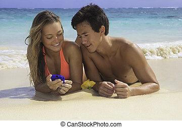 mobiele telefoon, paar, strand, hun