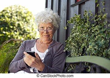 mobil, användande, senior woman, ringa
