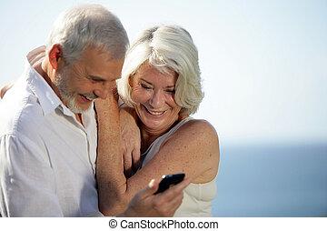 mobil, par, ringa, användande, senior, strand, lycklig