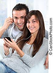 mobil, par, ung, ringa, musik lyssna