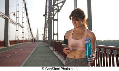 mobile, app, téléphone, femme, utilisation, personne agee, sport