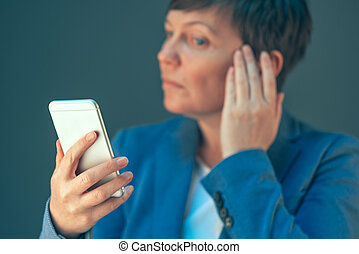 mobile, femme affaires, selfie, téléphone, photo, portrait, confection