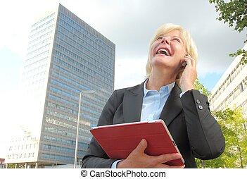 mobile, femme affaires, tablette, heureux