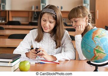 mobile, filles, deux, téléphone, intérêt, utilisation