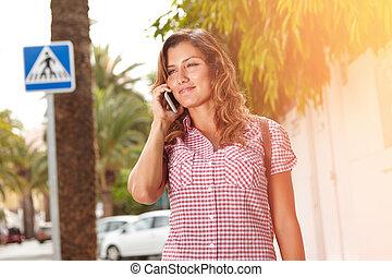 mobile, jeune, téléphone, quoique, sourire, dame, parler
