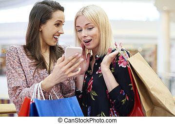 mobile, scegliere, telefono, shopping, direzione, ragazze, prossimo