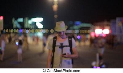 mobile, smatrtfonom, téléphone, rue., utilisation, homme, chapeau, beau