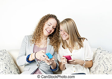 mobile, utilisation, deux, appareils, femmes