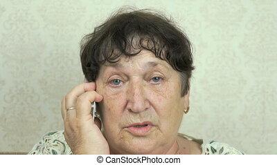 mobile, utilisation, femme aînée, téléphone