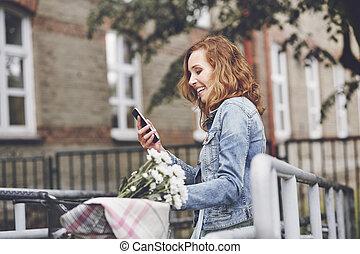 mobile, ville, femme, moderne, téléphone