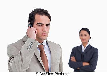 mobiltelefon, hans, kollega, representant, allvarlig, bak, honom