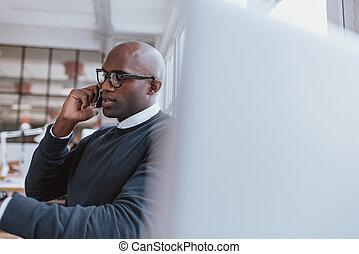 mobiltelefon, medan, arbete, affärsman, talande