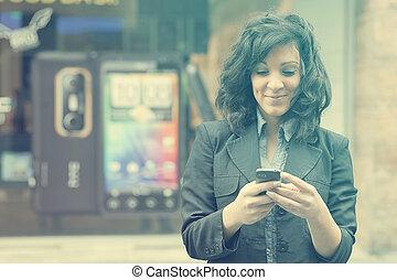 mobiltelefon, vandrande, kvinna, ung