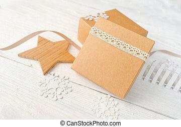 mockup, julprydnader, gåva, festlig, trä, text, utrymme, lov, rutor, bord, bakgrund, vit, avskrift, din