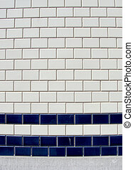 modèle, mur bleu, carreau, blanc